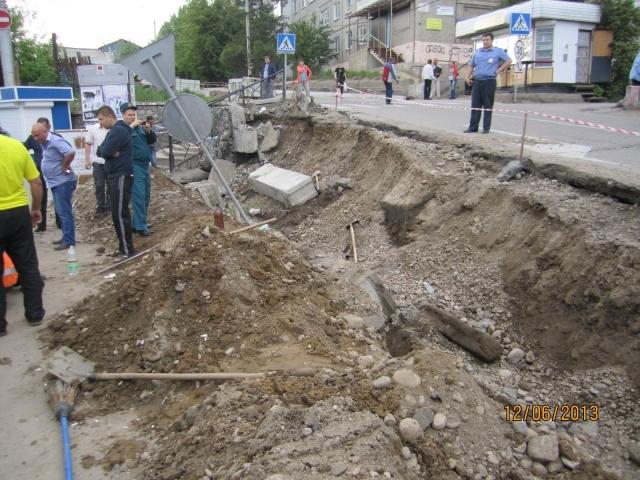 Обрушение стены в Иркутске: Фото
