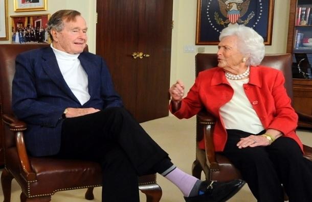 Экс-президент США Джордж Буш-старший  на день рождения получил тысячи фото людей в ярких носках