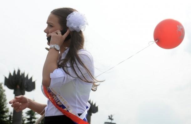 На Алых Парусах Единая Россия хотела раздавать шарики с символикой партии, - СМИ