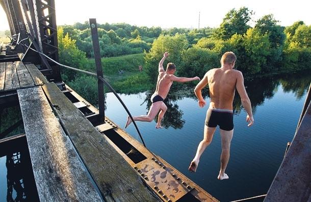 Можно ли купаться впруду или речке, подскажут пиявки и лилии
