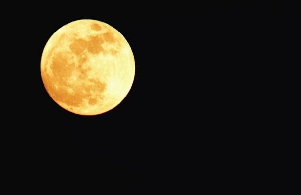 В ночь на воскресенье жители Земли увидят необычно большую Луну