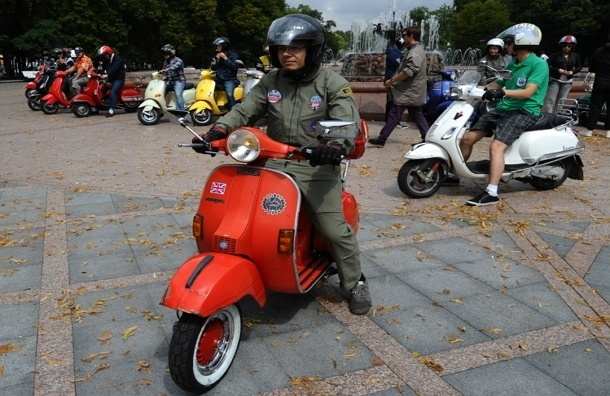 Депутат Госдумы предложил запретить скутеры и мопеды на дорогах до ноября