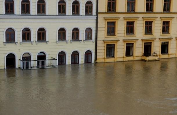 Улицы Праги затапливает со скоростью 20 см в час