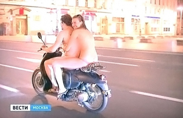 Голые мотоциклисты ездят по Москве - ВИДЕО