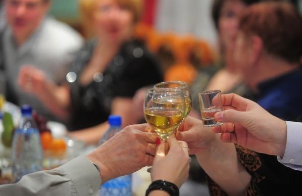Средний москвич в месяц выпивает на пол-литра водки больше среднего россиянина