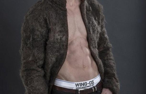 Создана куртка из волос, добытых с груди мужчин