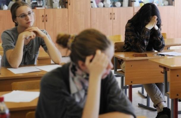 14 петербургских школьников удалили с ЕГЭ по математике за «шпоры» и мобильники