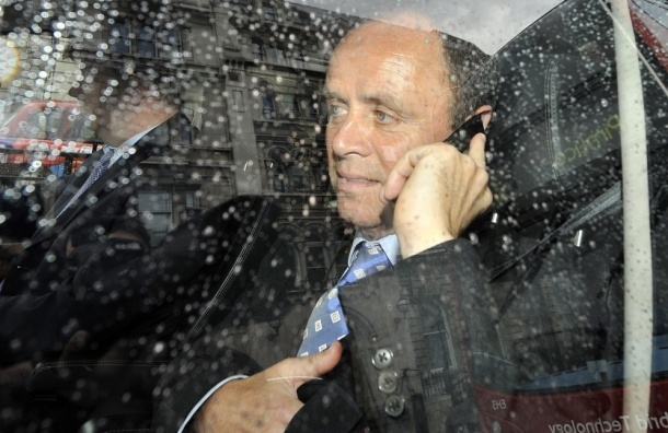 Разговор по телефону во время управления авто подорожает