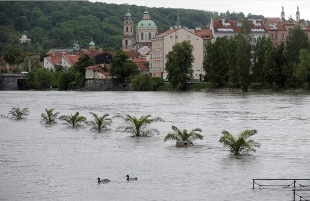 Из-за наводнения россияне начали отказываться от туров в Прагу