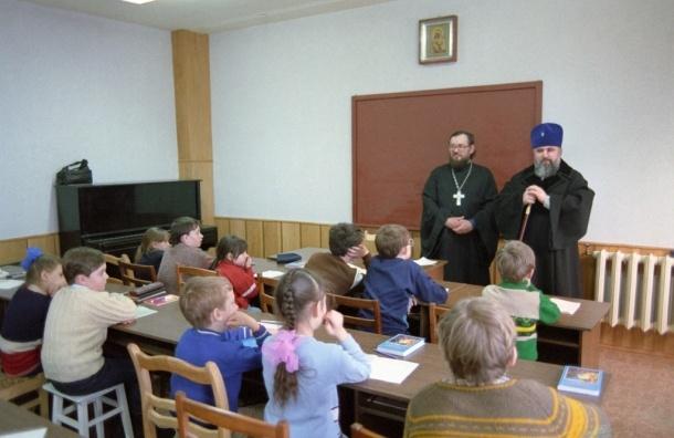 Молельных комнат в школах не будет - Госдума