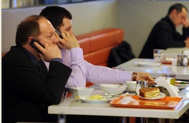 Работодателей хотят штрафовать за плохую организацию питания на рабочих местах