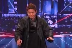 Японец Кениши Эбина уронил голову и стал звездой шоу