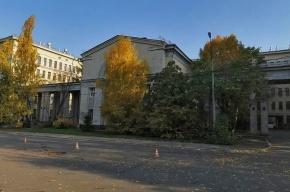 200 человек эвакуировали из-за пожара на биофаке МГУ