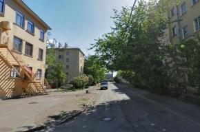 Пятилетняя девочка выпала из окна пятого этажа в Петербурге