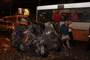 ДТП в Саратове на Танкистов: фуру, несущуюся в толпу людей, остановил КамАЗ