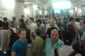 В метро Москвы на Сокольнической линии поезда идут с увеличенными интервалами