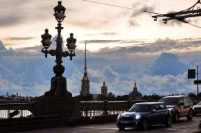 Полицейские узнали, кому принадлежит автомобиль, упавший с Троицкого моста