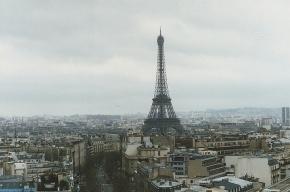 Полицейские задержали туриста, угрожавшего спрыгнуть с Эйфелевой башни