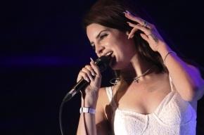 Лана Дель Рей заболела и перенесла свой концерт в Петербурге