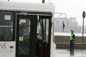 В Петербурге автобус вылетел на тротуар и насмерть сбил женщину