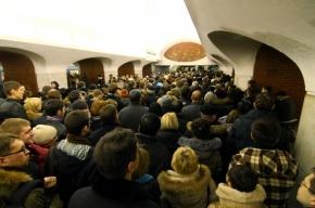 Поезд час простоял в тоннеле московского метро