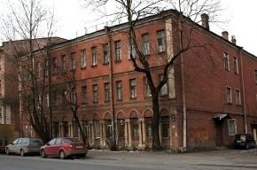 Чиновники посчитали квартиру с обрушившимся полом пригодной для проживания