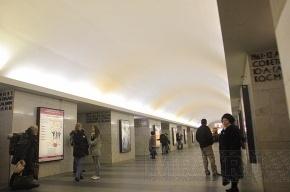 Велосипедные колеса заблокировали движение на красной ветке метро