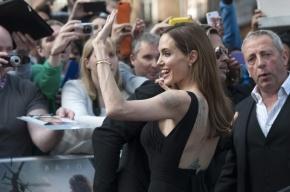 Джоли пришла на первое светское мероприятие после операции на груди