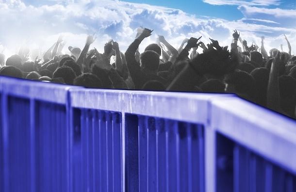 Жители Васильевского острова хотят к заливу, а забор их не пускает