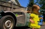 Годовалая девочка случайно купила ретро-машину на аукционе: Фоторепортаж