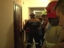 Спасатели сняли ребенка с подоконника: Фоторепортаж