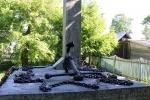 В Ленобласти вандалы разбили памятник участникам войны: Фоторепортаж