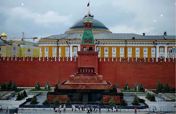 Концерт на Красной площади 25 июля ограничит доступ в Мавзолей