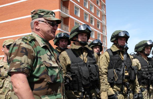 Полицейским раздадут темные очки с символикой МВД