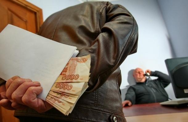 Получение денег за выполнение профессиональных обязанностей нельзя считать взяткой - Верховный суд РФ