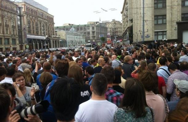 Манежная площадь митингует под прицелом ОМОНа – twitter-репортаж