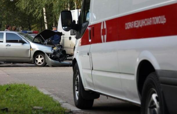На КАД «скорая» врезалась в фургон, водитель погиб