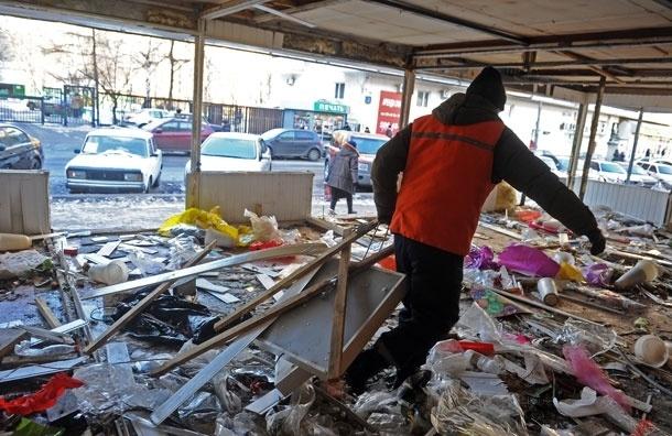 Вслед за ларьками в Москве начали сносить торговые центры
