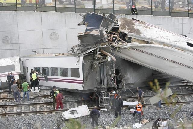 Крушение поезда в Испании: Фото