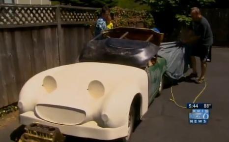Годовалая девочка случайно купила ретро-машину на аукционе: Фото
