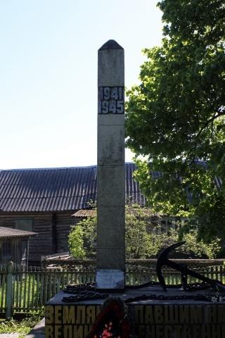 В Ленобласти вандалы разбили памятник участникам войны: Фото