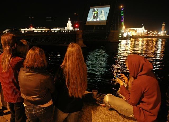 Мультфильмы на Дворцовом мосту в 2012 году: Фото