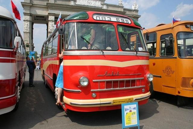 ЛАЗ-695 разных лет: Фото