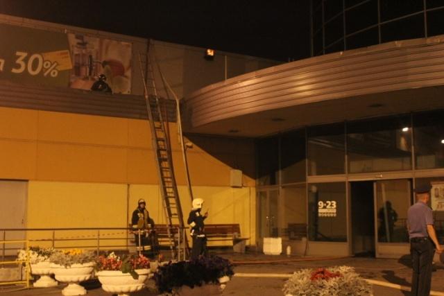Пожар в гипермаркете О'Кей на Савушкина : Фото