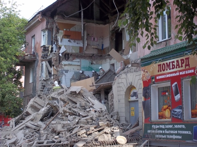 Обрушение стены в Барнауле 18 июля 2013: Фото