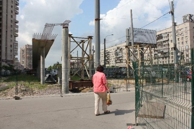 Заборы против пещеходов: Фото