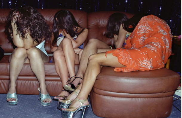 В Подмосковье прикрыли притон, где проститутками работали швеи и кондитеры