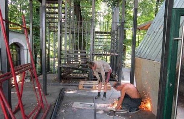 В Москве самострой уничтожает территорию Аптекарского огорода