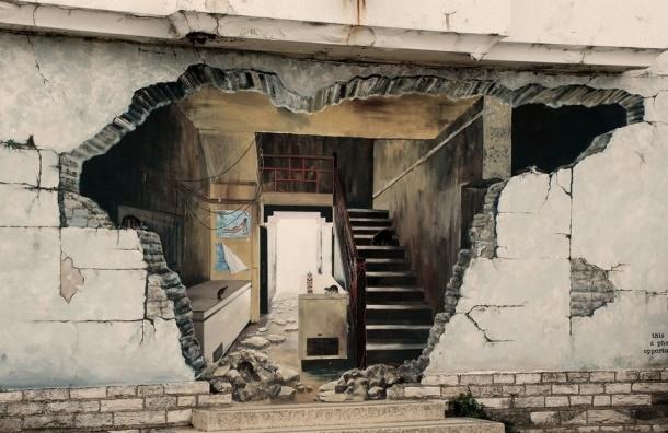 В Петербурге грабители проломили стену квартиры