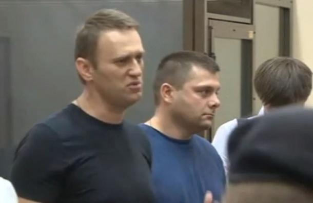 Навального и Офицерова отпустили под подписку о невыезде - ВИДЕО